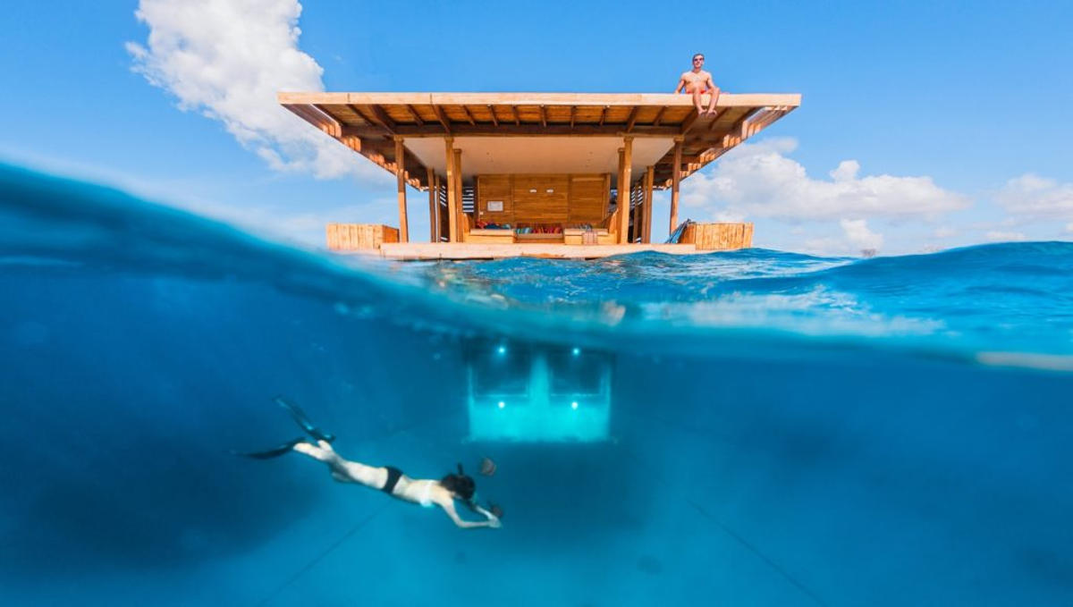 Underwater-room-Above-and-under-water-at-the-underwater-room-1